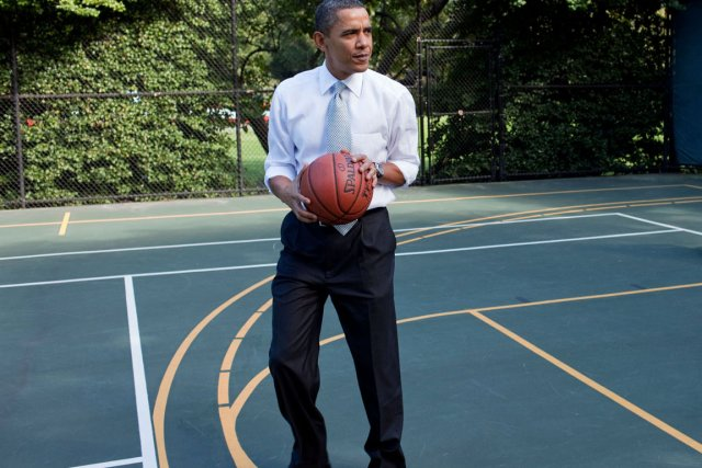 Bien qu'il soit un mordu de basketball, le... (PHOTO PETE SOUZA, ARCHIVES MAISON-BLANCHE)