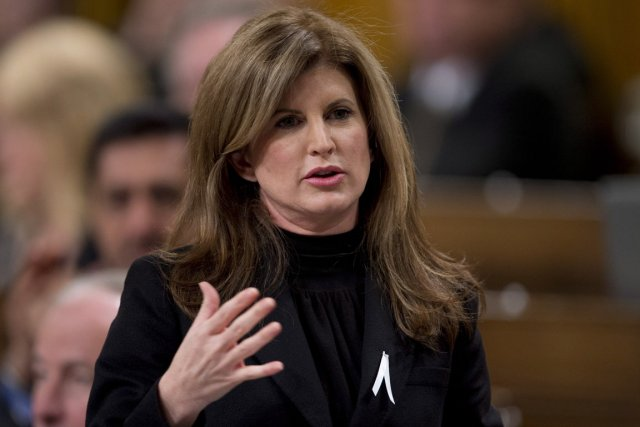 La ministre des Travaux publics Rona Ambrose a... (PHOTO ADRIAN WYLD, THE CANADIAN PRESS)