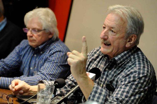 Gilles Bédard (à droite),président du Regroupement des retraités... (Le Soleil, Patrice Laroche)