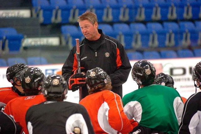 L'entraîneur-chef des Remparts, Patrick Roy, veut changer la... (Photothèque Le Soleil, Jean-Marie Villeneuve)