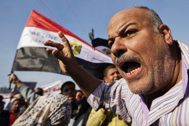 La foule, hostile au président Morsi, a commencé... (PHOTO GIANLUIGI GUERCIA, AFP)