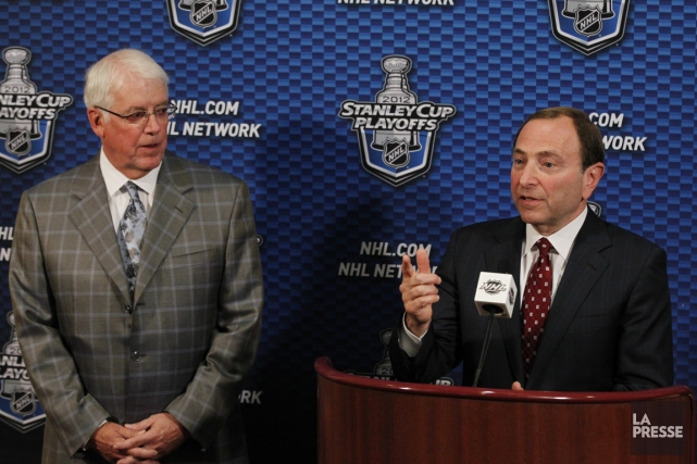 Greg Jamison et le commissaire Gary Bettman.... (Photo: archives Associated Press)
