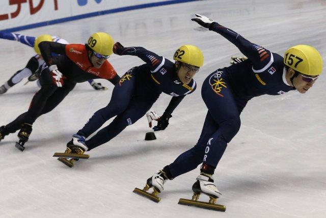 Charles Hamelin, en rouge, a décroché trois médailles... (Photo : Kim Kyung-Hoon, Reuters)