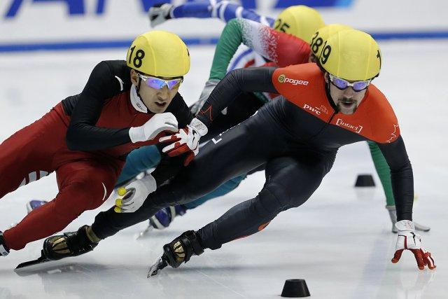 Charles Hamelin (à droite) durant les compétitions au... (Photo: Reuters)