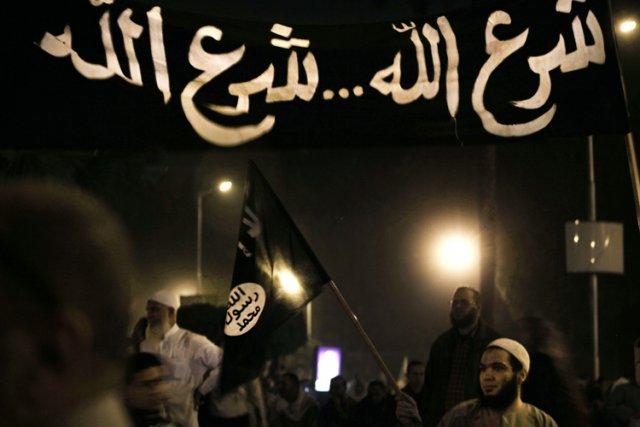 Des centaines d'islamistes, partisans du président Morsi, ont... (Photo: AP)