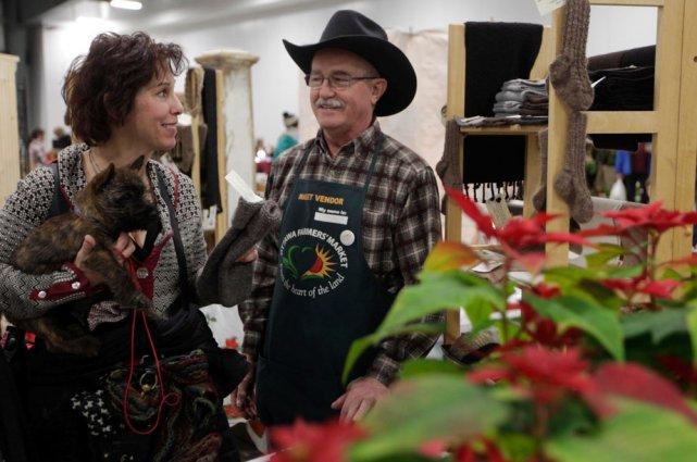 Les producteurs présents au marché de Noël du... (Simon-Séguin Bertrand, LeDroit)
