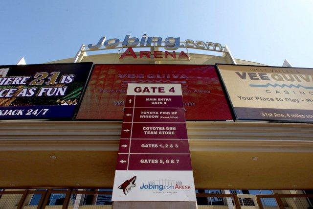 Le Jobing.com Arena, domicile des Coyotes de Phoenix.... (AP)