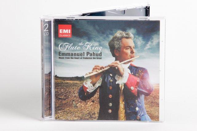 Coffret EMI de deux compacts axé sur Emmanuel... (Photo : Ulysse Lemerise, collaboration spéciale)