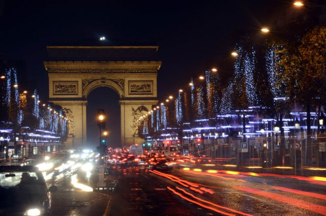 Les Champs-Elysées à Paris, en France.... (BERTRAND GUAY, AFP)