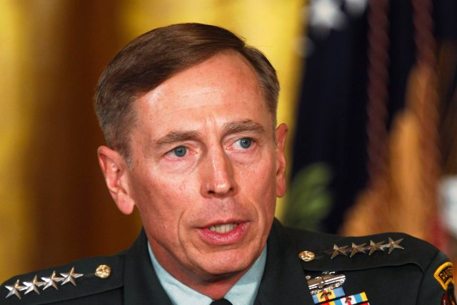 David Petraeus... (PHOTO LARRY DOWNING, REUTERS)