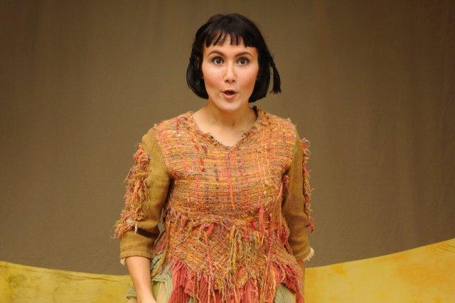 Caroline Sheehy, qui est constamment sur scène, offre... (Photo Louise Leblanc)