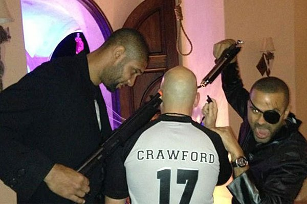 Une photo montre Tim Duncan et Tony Parker,...