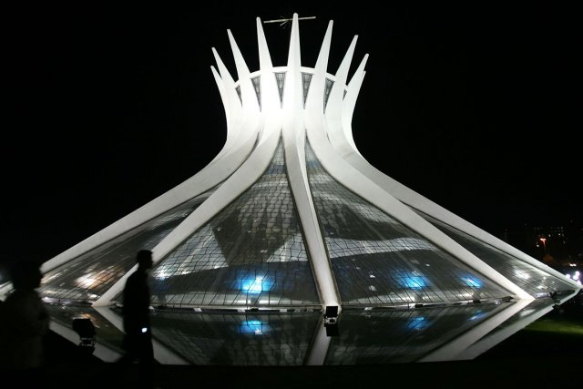 La cathédrale de Brasilia, inaugurée en 1960, un... (PHOTO EVARISTO SA, AP)