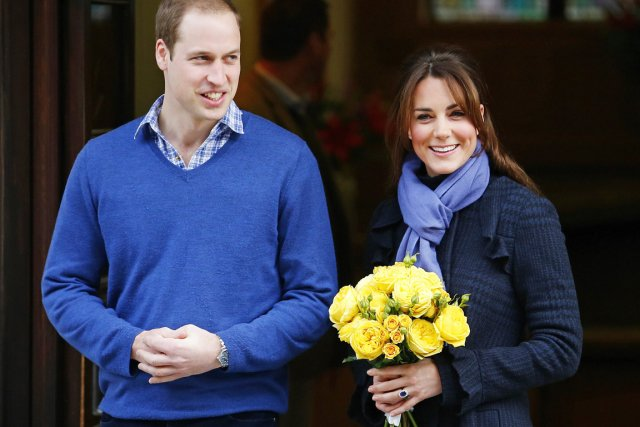 Kate est apparue souriante à la sortie de... (PHOTO ANDREW WINNING, REUTERS)