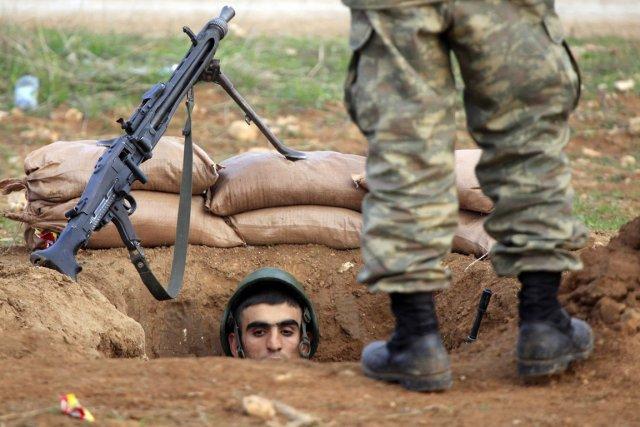 Des soldats turcs postés à Ceylanpinar,près de la... (PHOTO LASZLO BALOGH, REUTERS)