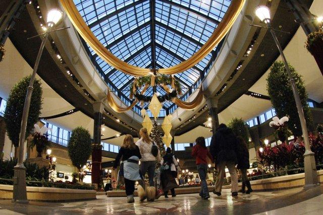 Le Carrefour Lavala plusieurs magasins exclusifs de renom.... (Photo : André Tremblay, La Presse)