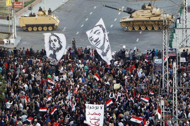 Plus de 10000 personnes s'étaient réunies sur une... (PHOTO MOHAMED ABD EL GHANY, REUTERS)