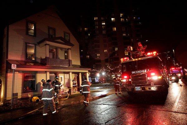 La maison proie des flammes faisait les manchettes... (Simon Séguin-Bertrand, Archives LeDroit)