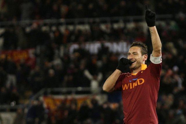 Francesco Totti a célébré à sa façon après... (PHOTO ALESSANDRA TARANTINO, AP)