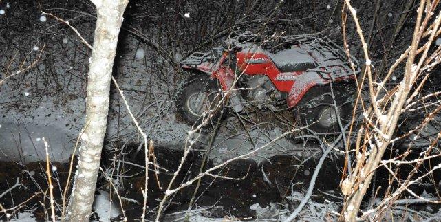 Le jeune homme s'est retrouvé dans un ruisseau,... ((Photo Gimmy Desbiens))