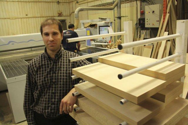 Le président de Createch, Cédric Legault, dans l'usine... (photo Janick Marois)
