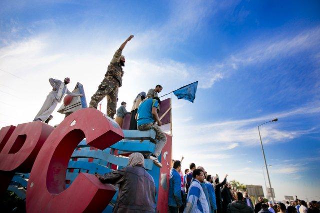 Des centaines de partisans d'organisations islamistes ont pris... (PHOTO MARCO CAMPANOZZI, LA PRESSE)