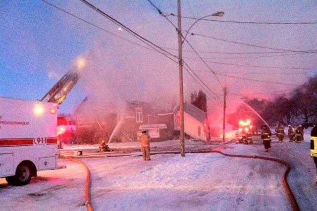 Un incendie a complètement détruit l'église de l'Assemblée... (Photo: Marie-Eve Lafontaine)