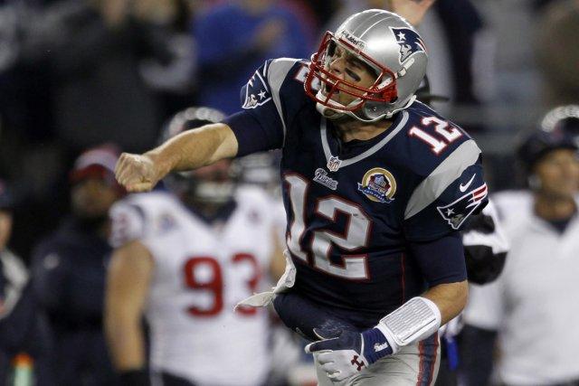 Tom Brady célèbre après avoir couru pour aller... (Photo: Reuters)