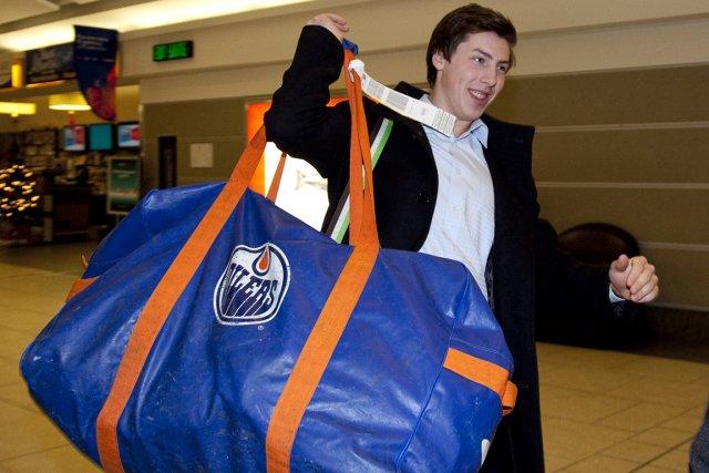 Ryan Nugent-Hopkins est arrivé à Calgary lundi pour... (Photo: PC)