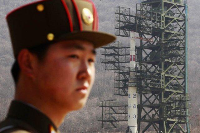 Un soldat nord-coréen monte la garde devant une... (PHOTO BOBBY YIP, ARCHIVES REUTERS)