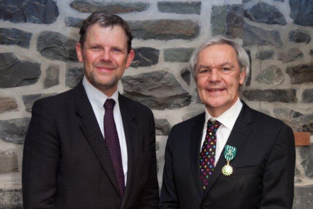 De gauche à droite, le consul  général... (Photo courtoisie Jessy Bernier)