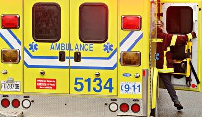 Les 2500 ambulanciers syndiqués à la CSN se sont doté d'un mandat de grève... (Archives La Tribune, Jessica Garneau)