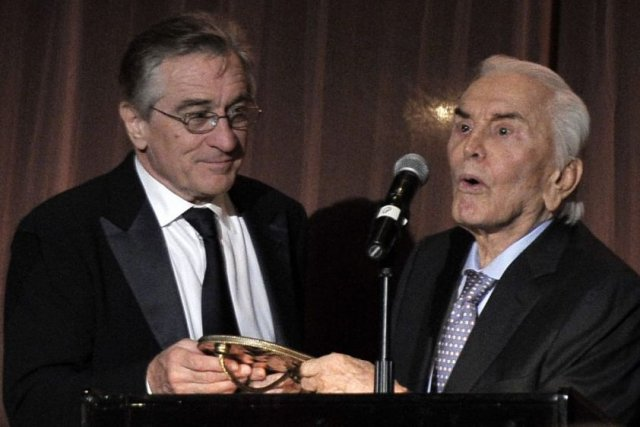 Robert De Niro et Kirk Douglas au Festival... (Photo: Reuters)