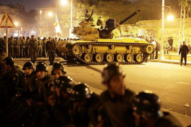 L'armée égyptienne est omniprésente dans les rues de... (Hassan Ammar)