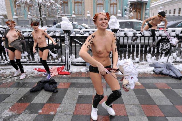 E femmes 303 ukrainien
