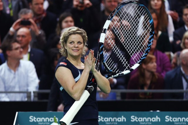 Kim Clijsters a reçu une raquette géante après... (Photo: Reuters)