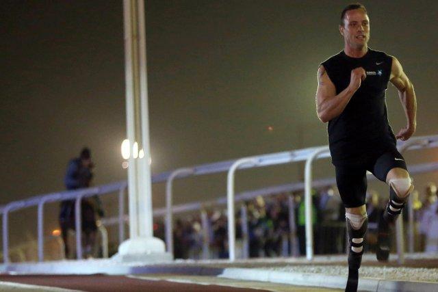 Oscar Pistorius a fait une course contre un... (Photo: AFP)