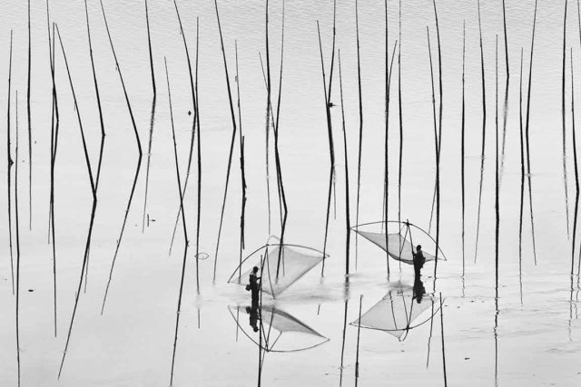 Une photo de deux pêcheurs à Xiapu, en... (Photo Peng Jiang/National Geographic Photo Contest)