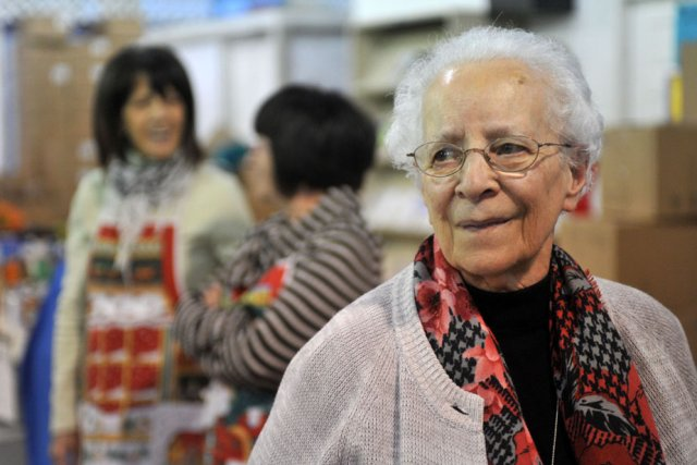 Doyenne des bénévoles pour la confection des paniers... (Photo: Stéphane Lessard)