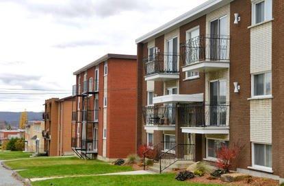 Le taux d'inoccupation des immeubles à  logements, déjà élevé à  Sherbrooke, a... (Archives La Tribune, Jessica Garneau)