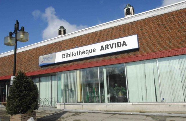 La bibliothèque d'Arvida situé au 2850-2864, Place Davis.... ((Archives))