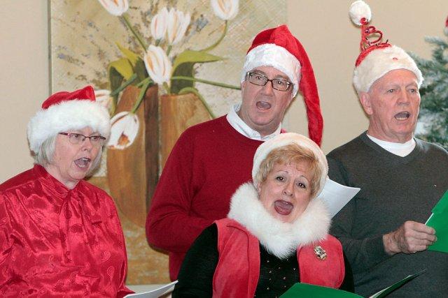 Quatre membres de la chorale des Anciens maires... (Étienne Ranger, LeDroit)