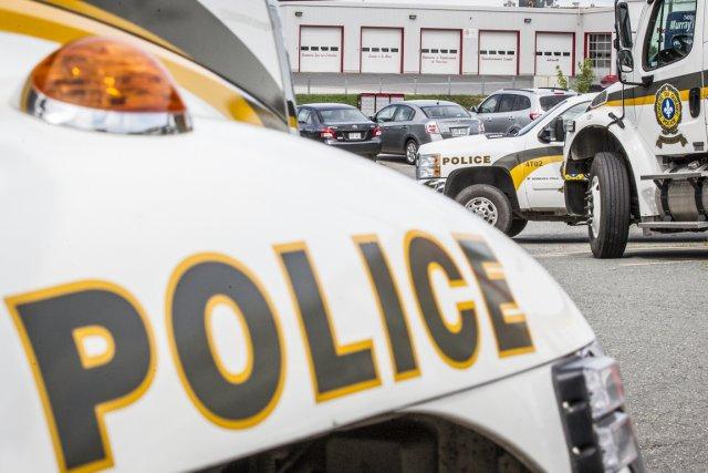 Des officiers de la Sûreté du Québec sont... (Photo Olivier Pontbriand, archives La Presse)