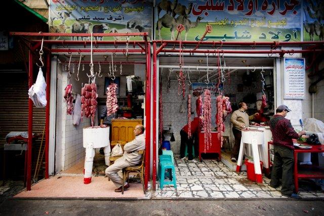 Dans ce bazar du Vieux Caire, les clients... (PHOTO MARCO CAMPANOZZI, LA PRESSE)