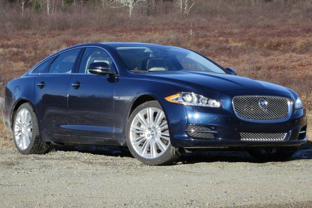 Les grandes berlines XJ de Jaguar seront désormais... (Photo Éric Descarries, collaboration spéciale)