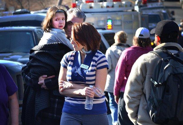 Une fusillade dans une école primaire du Connecticut a fait vendredi 27 morts,... (The Associated Press)