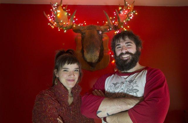 Julie Carabinier et son frère Antoine racontent le... (Photo: Ivanoh Demers, La Presse)