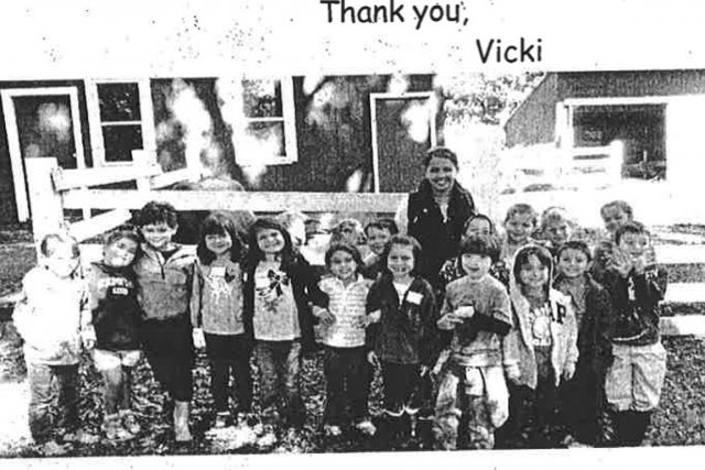 Vicki Soto entourée de son groupe d'élèves.... (PHOTO TIRÉE DU BLOGUE DE VICTORIA SOTO)