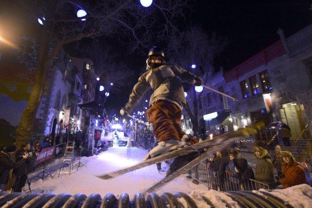 Des skieurs ont envahi la rue Saint-Denis, samedi... (Photo: Bernard Brault, La Presse)