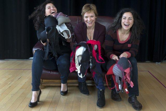 Les comédiennes Dominique Pétin (à gauche), Marie-Ève Pelletier... (Photo: Robert Skinner, La Presse)